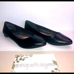 EUC Kelly & Katie black flat shoes size 8